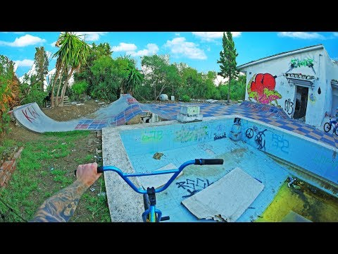 DIY BMX SPOT: HOUSE TURNED INTO A SKATEPARK (видео)
