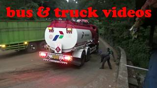 Video KUMPULAN TRUCK YANG SLIP, SAAT LAKA DI PANORAMA SITINJAU LAUIK MP3, 3GP, MP4, WEBM, AVI, FLV September 2018