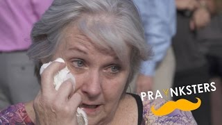 The PRAYnksters are at it again with another positive prank and giving mob. This time they teamed up with Dutch Bros Coffee, local churches, and over 75 generous individuals to bless a very deserving and sick woman.Please subscribe, like, and share this video to help us inspire others. Thank you!www.youtube.com/praynksterswww.facebook.com/praynksterswww.twitter.com/praynksterswww.praynksters.comWant to help? Donate video games for our eBay store or buy a game. All proceeds go to fund PRAYnksters activities.http://www.ebay.com/usr/games4godWant to also help Sherrie, email praynksters@yahoo.com to find out how.Thank You and God Bless!