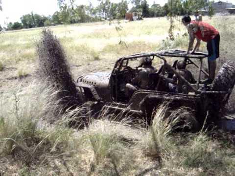 Jeep 4×4 Todo terreno sobre lodo