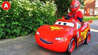Video SpiderMan va au Pique-Nique sur sa Voiture Cars Lightning McQueen MP3, 3GP, MP4, WEBM, AVI, FLV Juli 2017