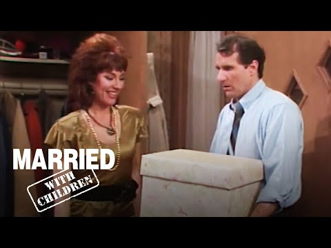 What Will Al Get Peggy For Their Anniversary? | Married With Children