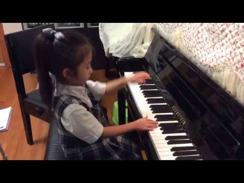 Chloe Sun (5 Years) Plays Rag-time Raggles