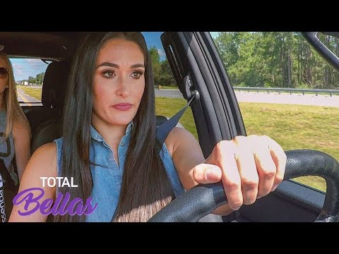 Nikki Bella moves her things out of Tampa: Total Divas, Jan. 13, 2019