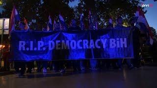 U Mostaru održan mirni prosvjed RIP Democracy