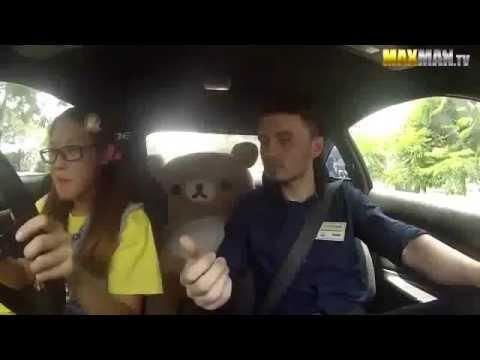 pilota professionista si finge allieva: terrorizza gli istruttori