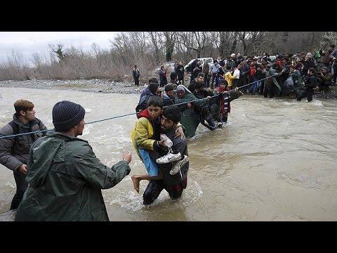 Ελλάδα: Εκατοντάδες πρόσφυγες περνούν στην ΠΓΔΜ μέσω ορμητικών χειμάρρων