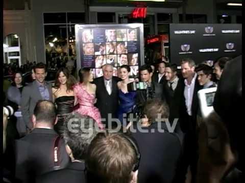 Bradley Cooper looks hot on the red carpet