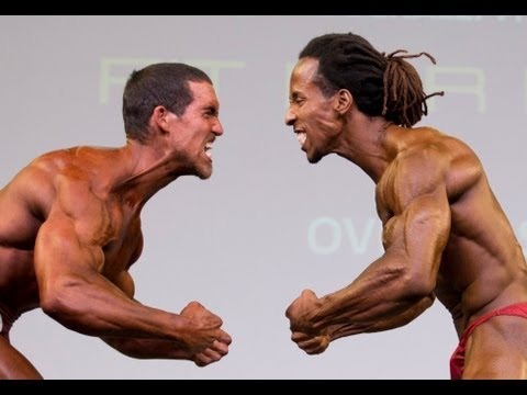 Derek Tresize and Torre Washington pose-off for the title of overall bodybuilding champ!
