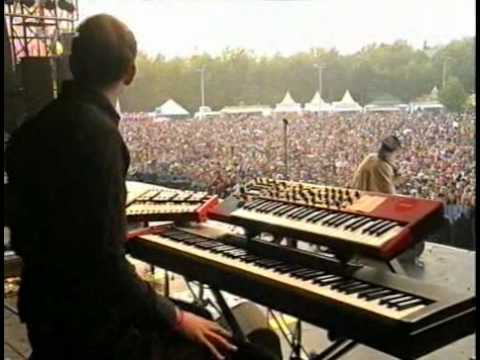 sing - Moloko playing Sing it Back at Pinkpop 2004.