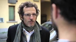 Download Video Il Milanese Imbruttito - Le domande a quelli del sud MP3 3GP MP4