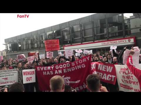 Wenger Out Protesters March On The Arsenal Directors Diamond Club