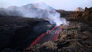 SUBSCRIBE for your daily dose of amazing videos!: http://bit.ly/Newsflare Stunning footage has emerged showing the eruption of a volcano on Fogo island, Cape...