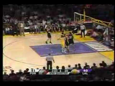 LaMarcus Aldridge blocks Kobe Bryant