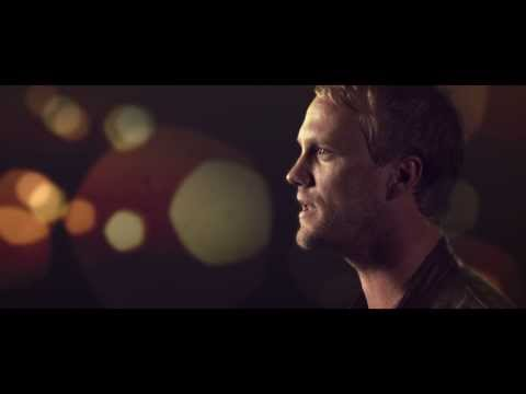 Tekst piosenki Andrew Ripp - Falling For The Beat po polsku