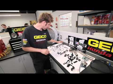 crf250r - Take a walk around Justin Barcia's 2012 CRF250R with GEICO Honda's Mike Tomlin and see what it takes to get the bike prepped and ready for each race.