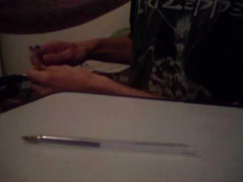 Pistola de caneta BIC, grampo de cabelo e palito de fósforo