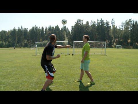 你知不知道拳擊手一拳可以將足球打多遠嗎?