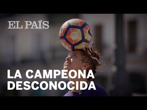 LA CAMPEONA ESPAÑOLA DE 'FÚTBOL FREESTYLE'