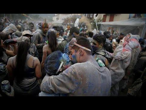 Ο αλευροπόλεμος στο Γαλαξίδι (φωτορεπορτάζ και βίντεο)