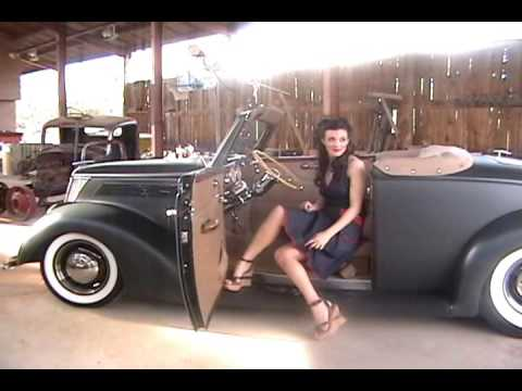 Classic roadster with bangin' girls