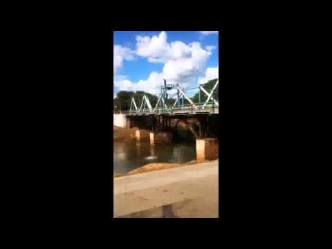 Saltos dos meninos de Ponte Alta do Tocantins, no rio Ponte Alta