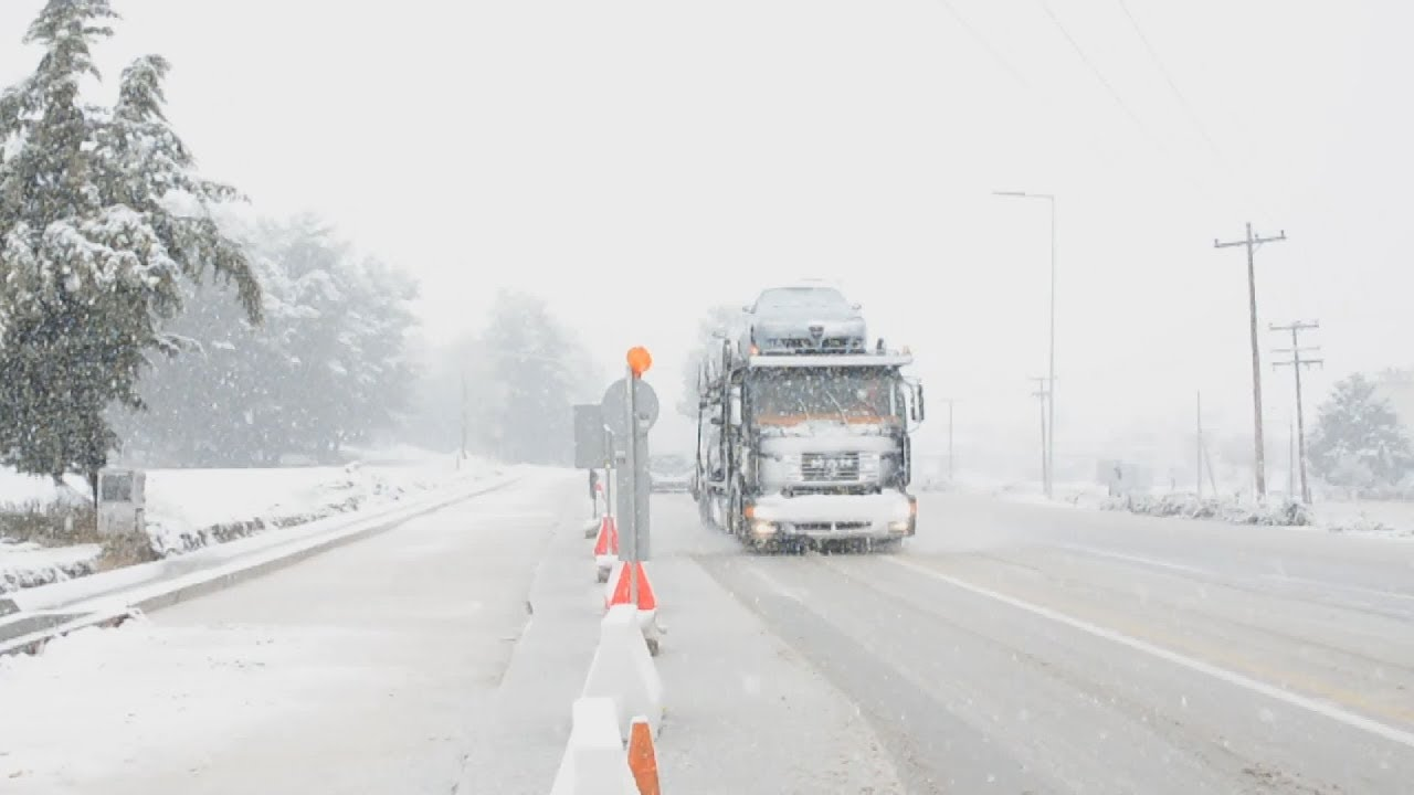 Εικόνες από τη χιονισμένη Λάρισα