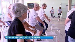 Grupo de apoio ajuda pessoas com Parkinson em Bauru
