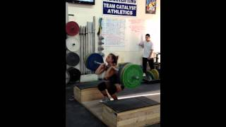 Jessica does a block clean + front squat + jerk dip with 105kg at 58kg bodyweight. - Weight lifting,