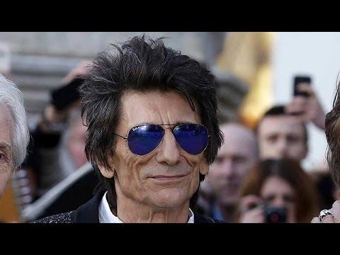 Δίδυμες κόρες απέκτησε στα 68 ο Ronnie Wood των Rolling Stones