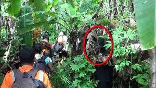 Video Penunggu Hutan Angker Beri Peringatan!! Terlihat Jelas Ada Sosok Penampakan Misterius! MP3, 3GP, MP4, WEBM, AVI, FLV Januari 2019
