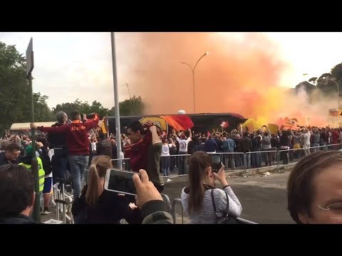 Roma & Liverpool Fans Arrive At The Stadio Olimpico
