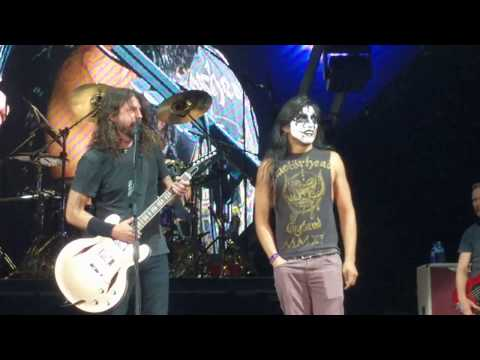 Dave Grohl of The Foo Fighters invites Fan Dressed as Gene Simmons on Stage and The Kid Shreds. Austin, Tx 4-18-18