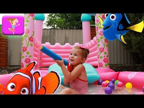 Детский бассейн плюс Детский батут супер развлечения для детей бомбочки для ванны в поисках дори ELC (видео)