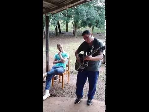 adilson tocando violao
