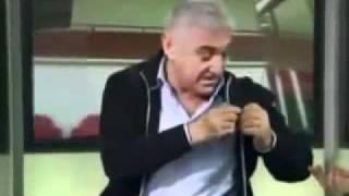 Giovani Becali il loveste pe prezentator cu microfonul dupa care il scuipa.