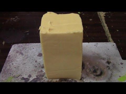 他把燒紅的鎳球放入奶酪中,接下來發生的一幕讓Velveeta老闆哭暈了。