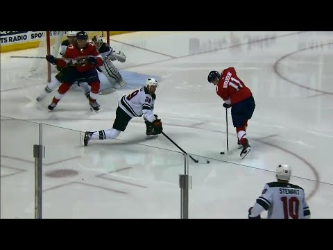 Video: Panthers' Huberdeau drags puck and scores phenomenal backhand