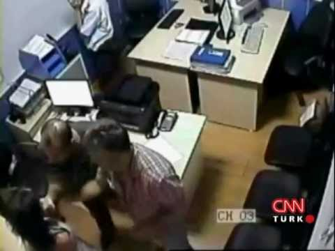 İzmirli Kadın Karakolda Sivil Polisler Tarafından Feci Dövülüyor