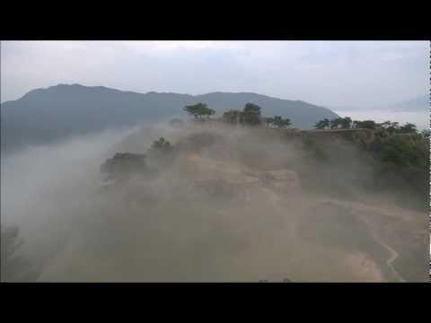 「「天空の城」「日本のマチュピチュ」とも呼ばれる『竹田城跡』の空撮映像」のイメージ