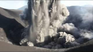 Download Lagu Dangerous level 3 eruption of Yasur Volcano viewed from crater rim (2/2) Mp3
