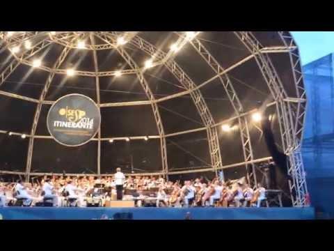 Osesp (Orquestra Sinfônica do Estado de São Paulo) na Praia do Gonzaga, em Santos