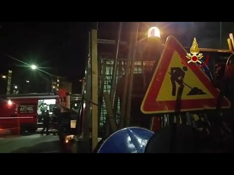 Rom: Straße abgesackt - Sieben Autos stürzten in ei ...