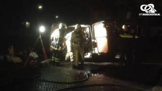 Brandje  busje met gasflessen