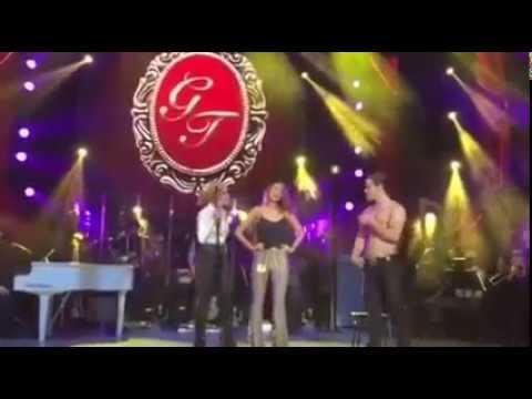 Gloria Trevi seduce en el escenario a Eiza González