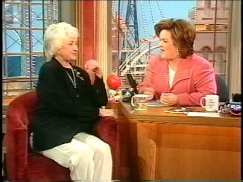 Bea arthur dead at 86 the moderate voice for Why did bea arthur leave golden girls