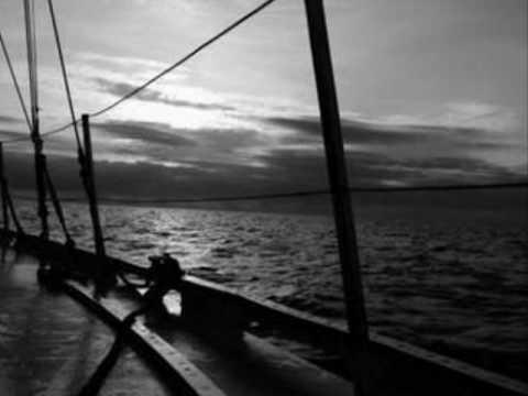 Tekst piosenki Żeglarska - Stary jacht po polsku