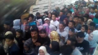 Ribuan pengunjung memadati Transmart Padang Pada hari Selasa 27 Juni 2017. Pengunjung rela antri dan berdesak2an hanya untuk bisa masuk ke Transtudio Mini di Lantai Atas Transmart Padang.