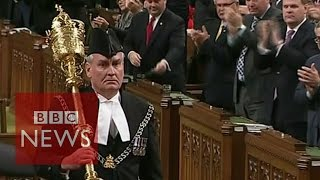 Ottawa Shootings: Standing ovation for Kevin Vickers - BBC News