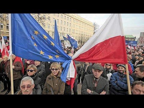 Πολωνία: Κύμα αντικυβερνητικών διαδηλώσεων